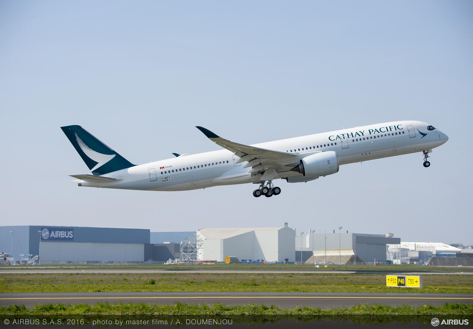 1600x1200_1458836611_A350_XWB_Cathay_Pacific_TAKE_OFF